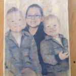 Familieportret op hout