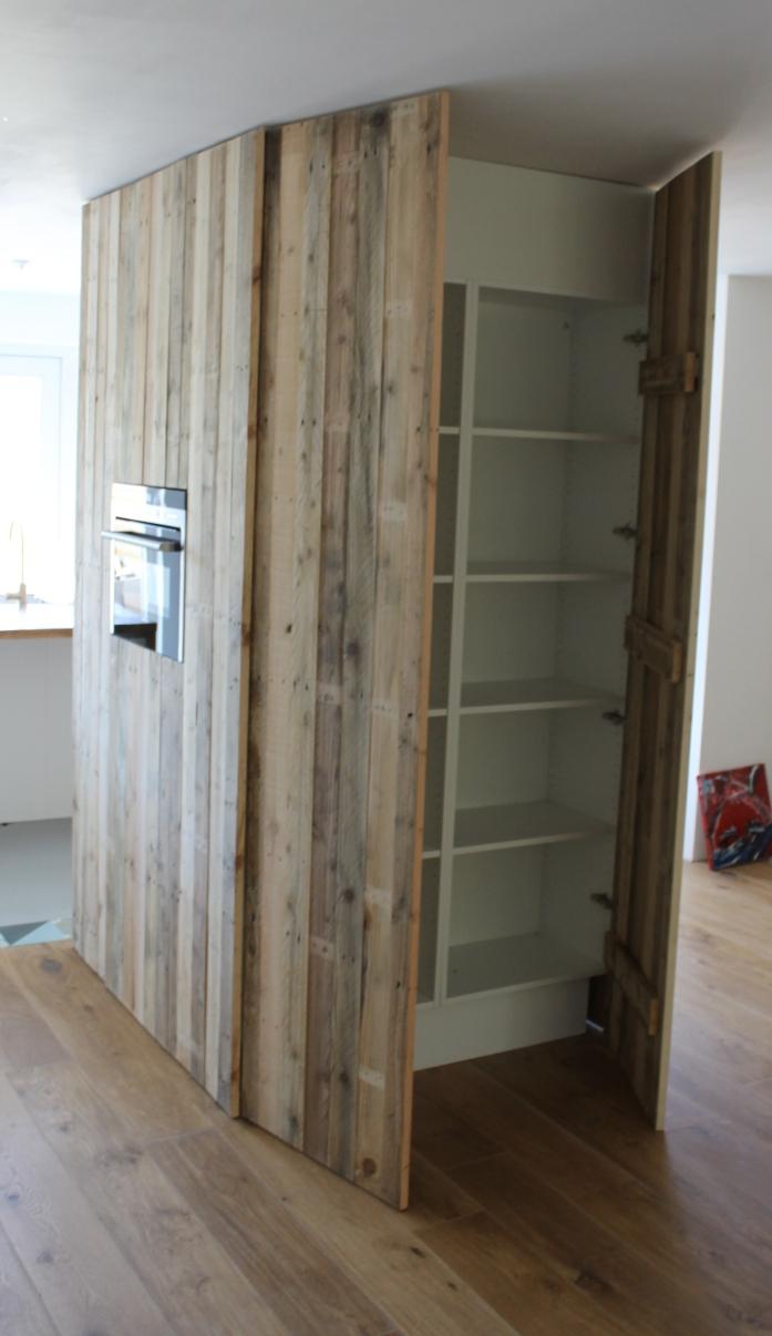 Timmerwerk keukens houten keukeninrichtingen ombouw for Keuken van sloophout